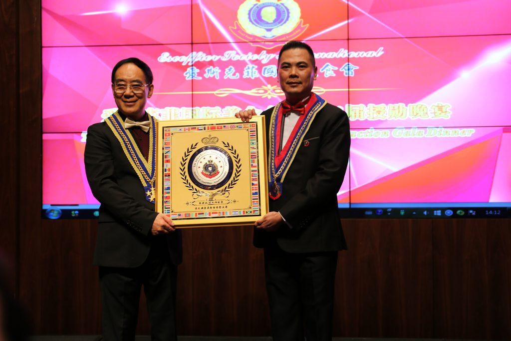 爱斯克菲国际美食会最高荣誉,亚太厨皇会主席颁发港式奶茶皇皇牌