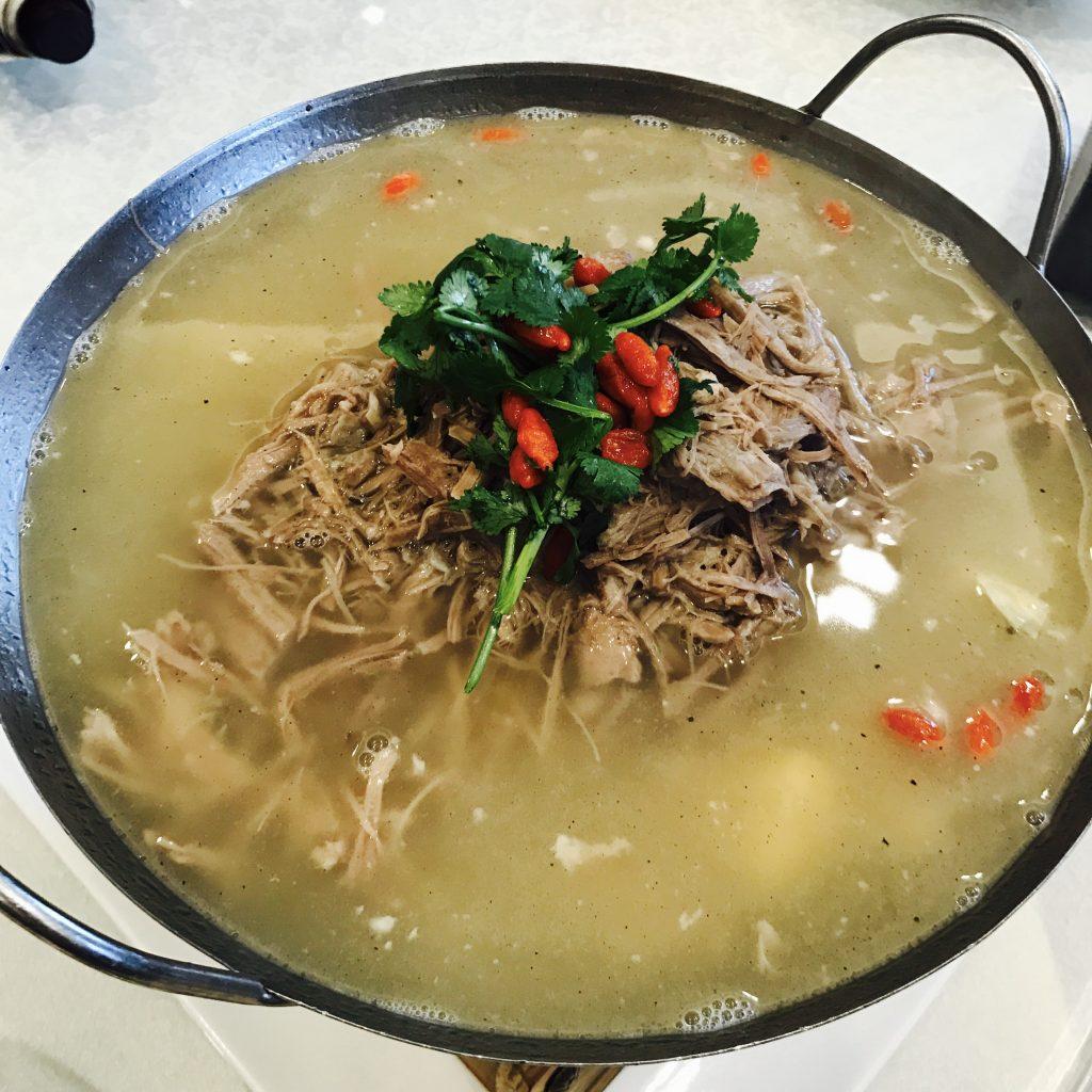 锅仔白汤手撕羊肉