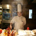 上海 在这家餐厅吃海鲜澳洲牛羊肉自助小火锅,还附赠看飞机的大福利